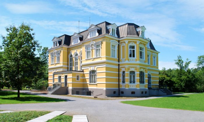 (c) Villa Erckens