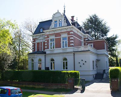 (c) Villa Goecke